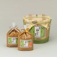 北海道の大地に育った袖ふり大豆100%使用 タンパク質に富み甘み、旨み三拍子そろった袖ふり大豆を味噌にしました。