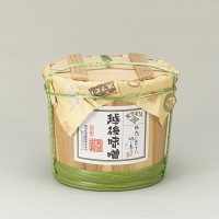 新潟県産大豆あやこがね大豆100%使用 味噌本来の風味を生かしきった本醸造の味噌です。
